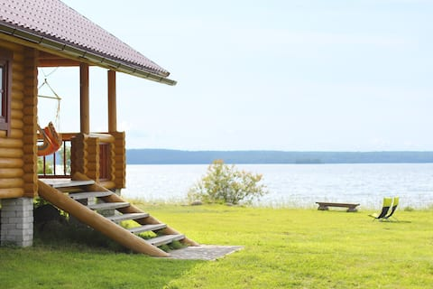 """Гостевой дом """"Крестики-Нолики"""" на берегу озера."""