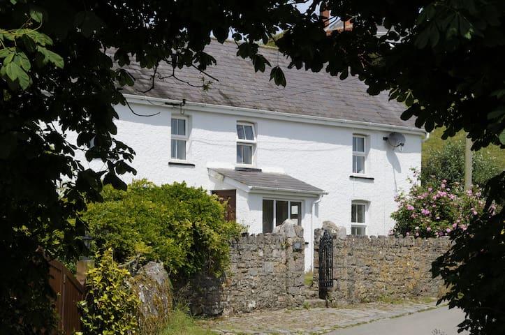 Gower coastal cottage Rhossili, Gower R2
