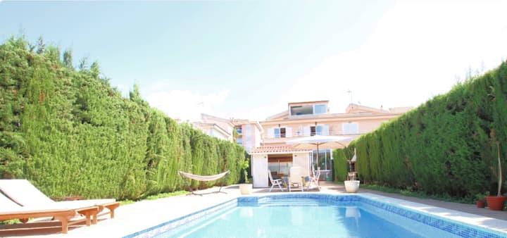 Beautiful Villa in Ses Palmeres - w/Pool & Hot Tub