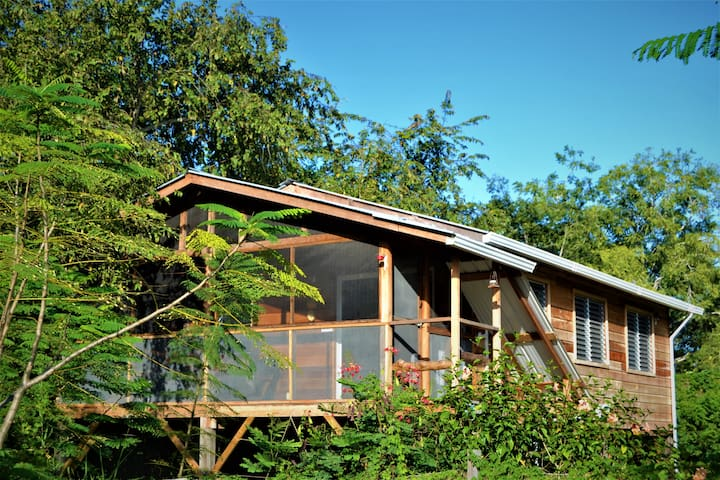 Compass Cottage - AFFORDABLE  LUXURY TREE TOP HOME