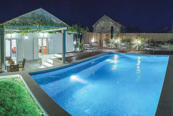 2 bedroom Villa sleeps 4 in Bosanka