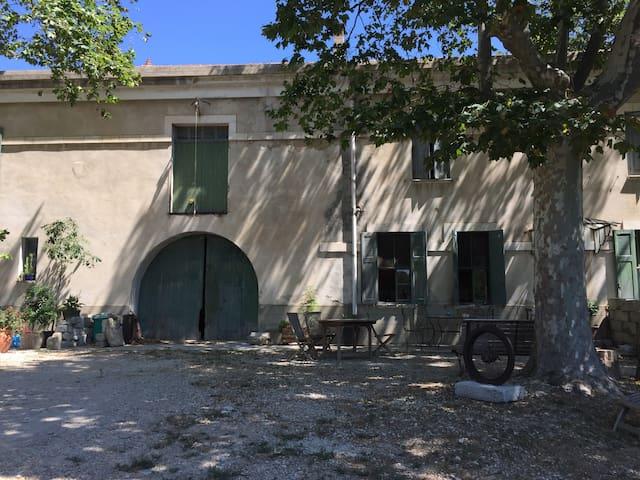 MAS PROVENÇAL CALME AUTHENTICITÉ PLEINE NATURE - Graveson