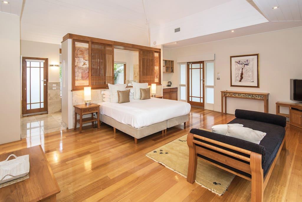 The Studio bedroom - with kitchenette