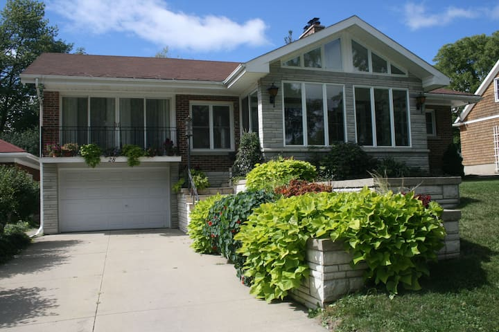 Sun filled home, family friendly - Stratford - Huis