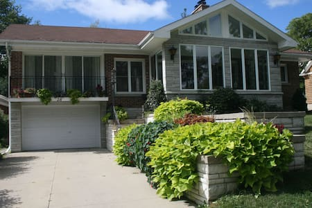Sun filled home, family friendly - Stratford