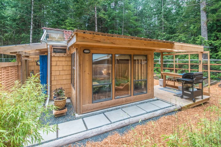 Tiny House near Whaling Station Bay - Hornby Island - Kabin