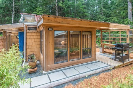 Tiny House near Whaling Station Bay - Hornby Island - 小木屋