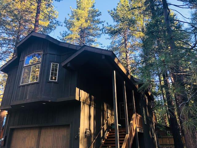 Gorgeous New Luxe Tahoe Retreat 2.5 Blocks to Lake