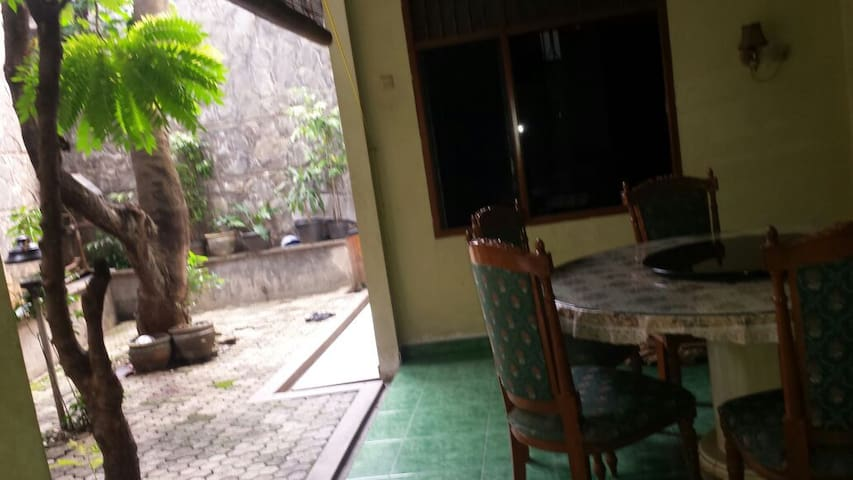breakfast+WiFi+laundry - Pondokgede - House