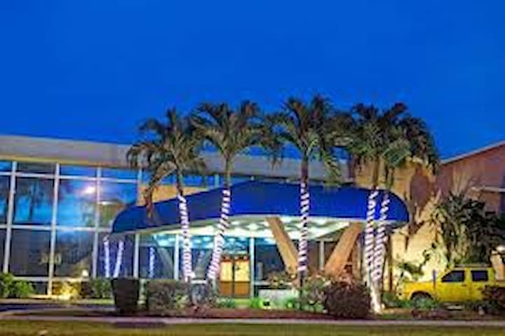 Economy Hotel Knights Room, Hallandale Beach 2215