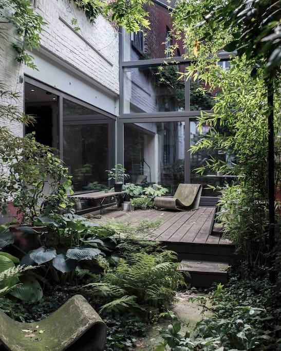 Une chambre design dans loft avec jardin chambres d for Chambre hote lille
