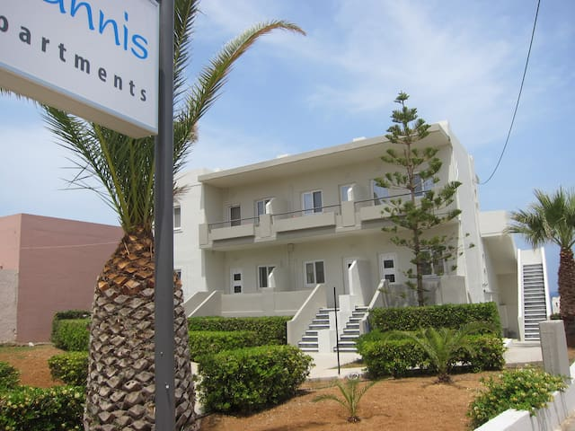 Yiannis Apartments - adelianos kampos