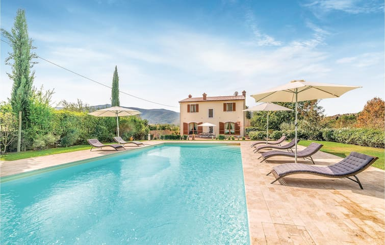 Holiday cottage with 3 bedrooms on 240m² in Castiglion Fiorentino