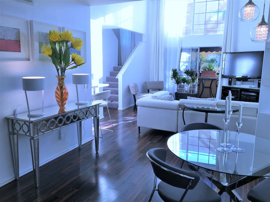 Luxury Two Bedroom Vacation Suite Apartments For Rent In Los Angeles California United States
