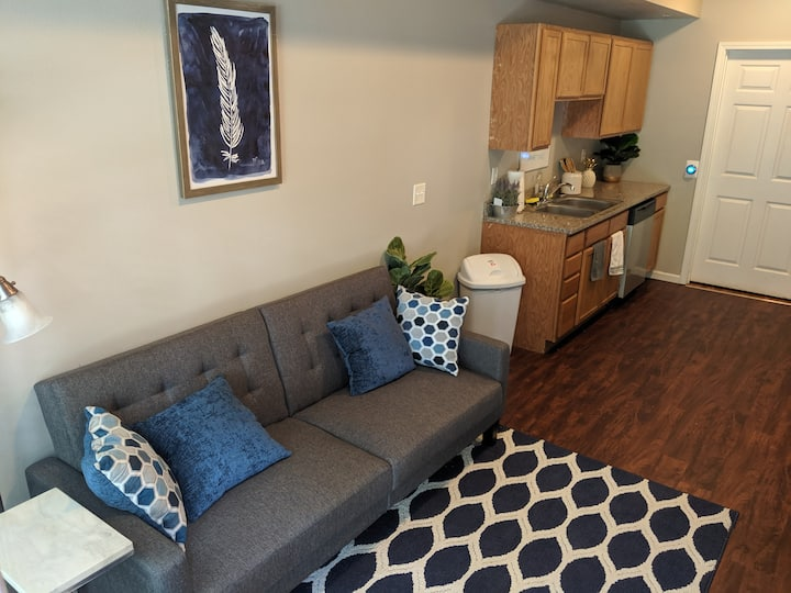 Stylish 1 bed 1 bath- 1 Block to Aggieville