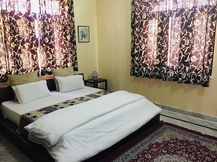 ★AC Room★ w/ Bathroom | Near Metro Station
