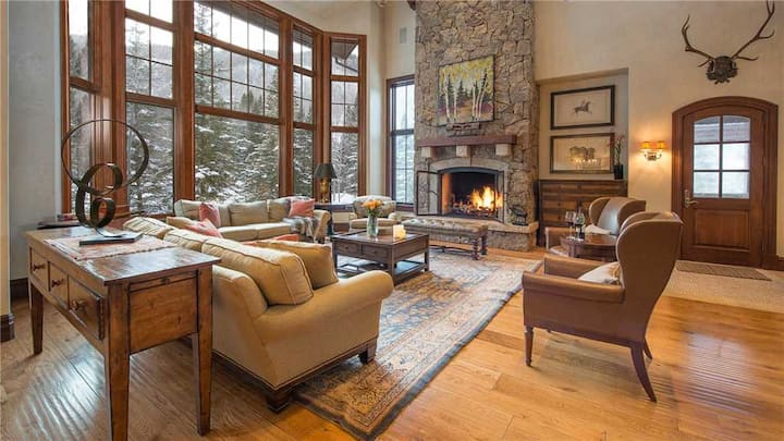 Village Walk 5BR + Ultra Luxe Ski in / Ski out + Pool Table + Private Hot Tub - Excelsior Lodge