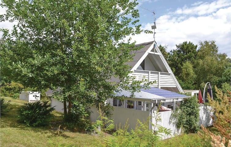 Holiday cottage with 3 bedrooms on 96 m² E4028