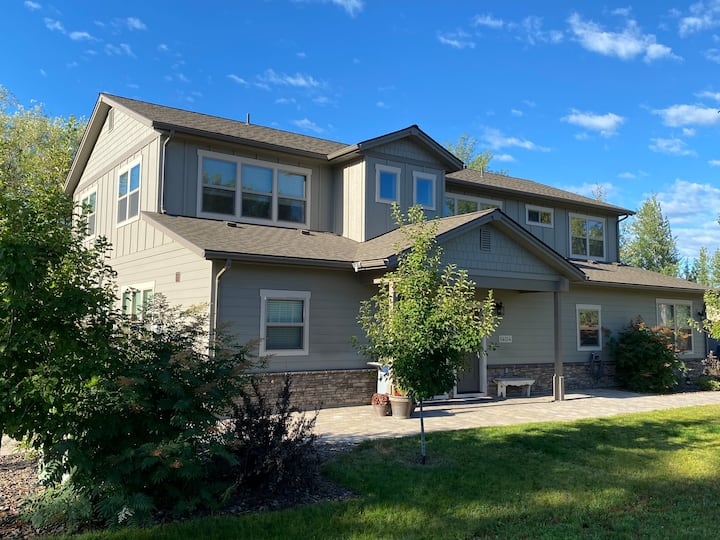 3bed 3ba townhome in desirable South Sandpoint