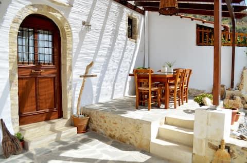 Beautiful stone built house,short drive to beach