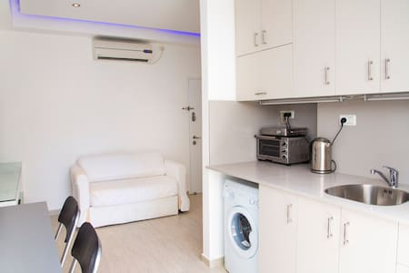 SHALOM ALEICHEM ST 36 MODERN 2 BEDROOMS - Holon - Apartment