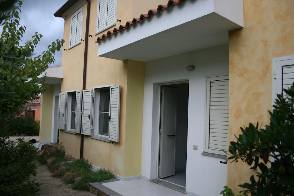 Casa con due ingressi giardino ben arredata case in affitto a limpiddu sardegna italia - Casa con giardino milano ...
