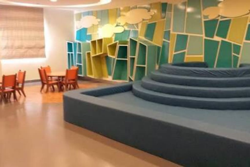 Airconditioned Kid safe playroom in the  lobby