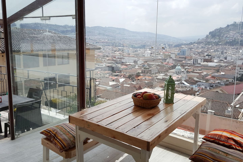 Espectacular vista del Centro Colonial de Quito Frente al Panecillo