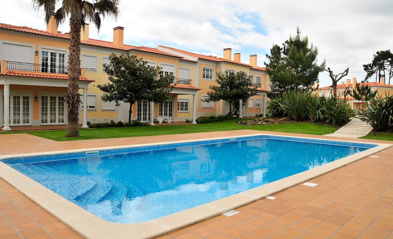 Sunny 3Bedroom Apartment Pool View, Beach, Golf