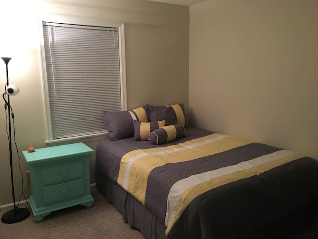 Quiet room near Downtown Harrisonburg