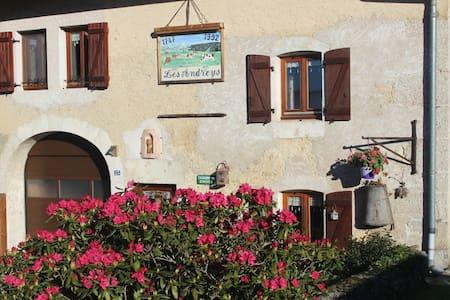 """Chambre d' hôtes """"Les Pesses"""" Haut-Jura, lac,forêt - Saint-Pierre"""
