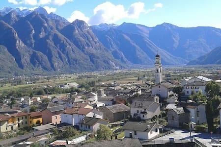 Paesaggio Valchiavenna - San Pietro - Samolaco  - Дом