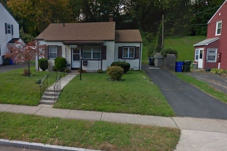 West Hartford Weekend Room - 웨스트 하트포드(West Hartford)