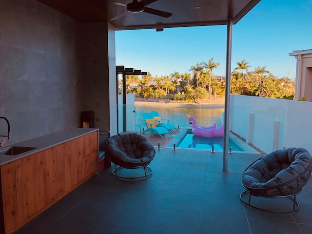 Gold Coast Modern Waterfront Villa Spa/Pool/View