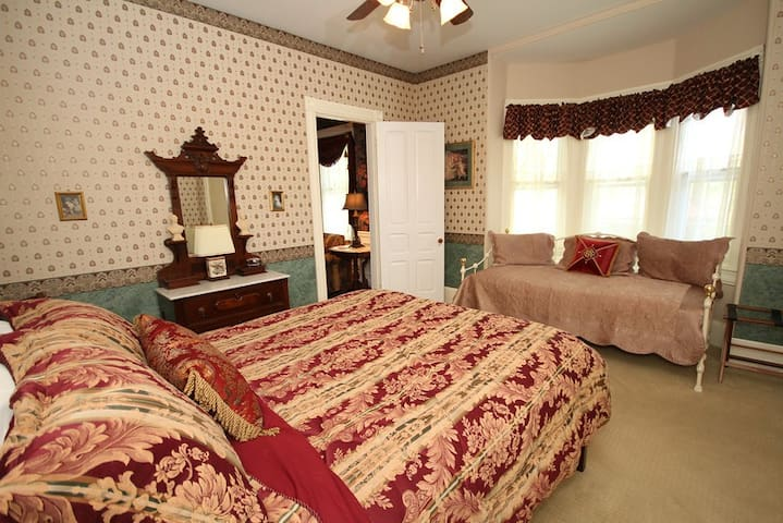 Bedroom #2-- queen bed, one twin daybed, and one trundle bed