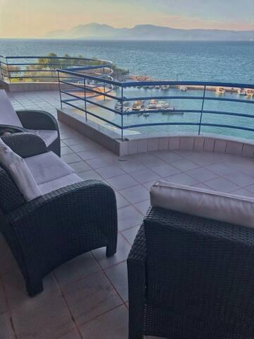 Chalkida Evia Entire 3br Beachside Apartment