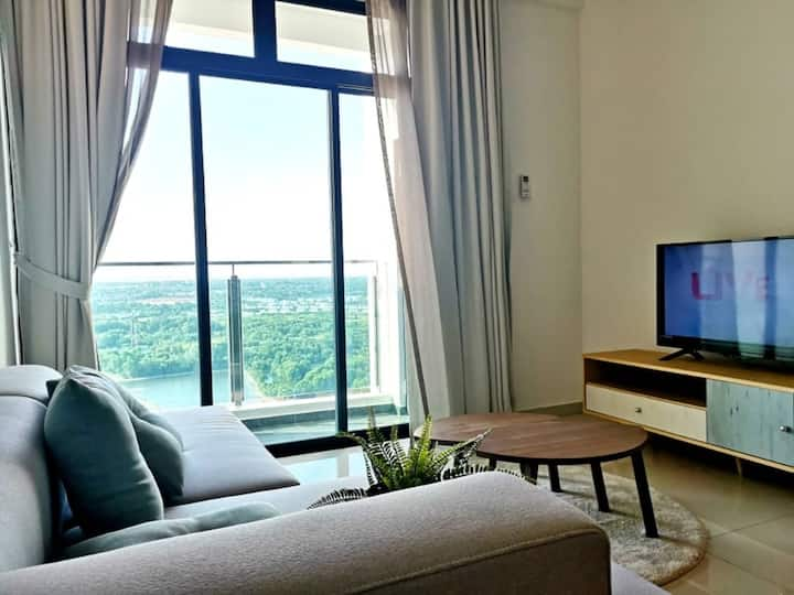 5min to Mid Valley,River View King Size Bed 2-8pax