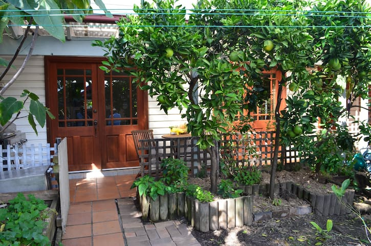 Garden Cottage close to City, Airport & Newtown - Canterbury - Guesthouse