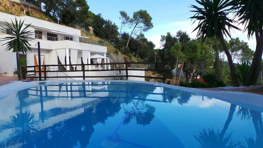 Modern Villa Mestral for 9 guests, only 6km to the beach! - Barcelona Region - Villa