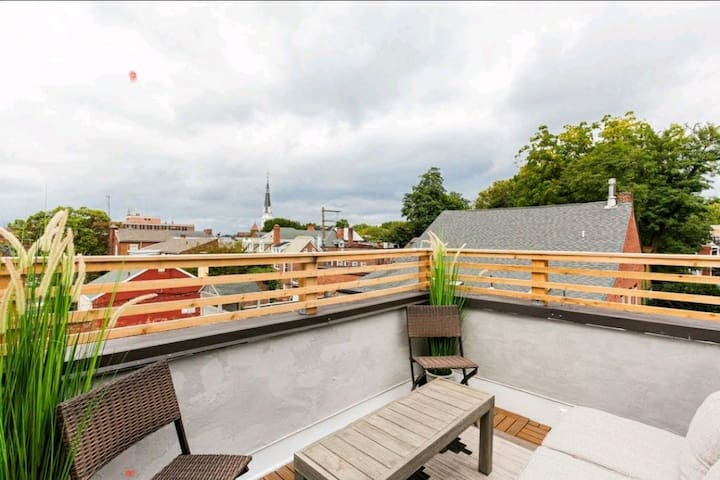 Private Balcony Overlooking Downtown Lancaster