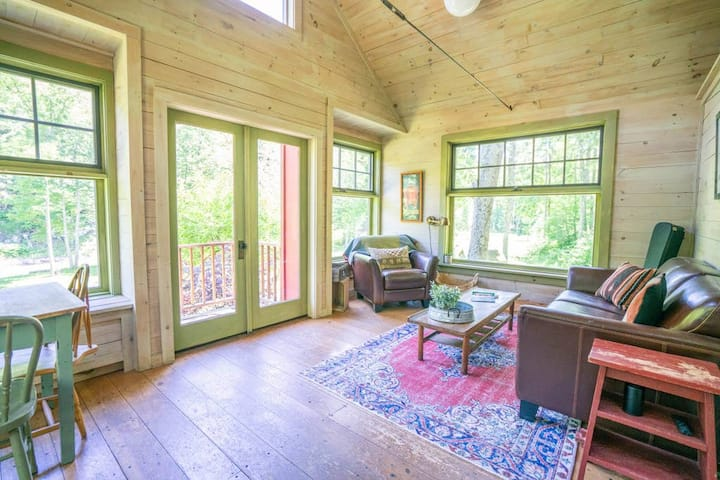 Woodland Valley Hideaway: Private Pond & Creek Access