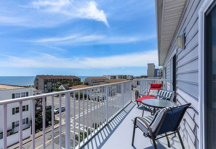 Perfect Ocean Block Condo with Great view of Ocean