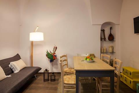Centralt beliggende charmerende lejlighed med tagterrasse!