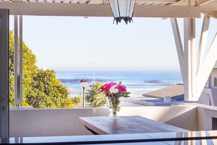 4-bed Beach House with Views - Very Safe & Central - Cape Town - Talo