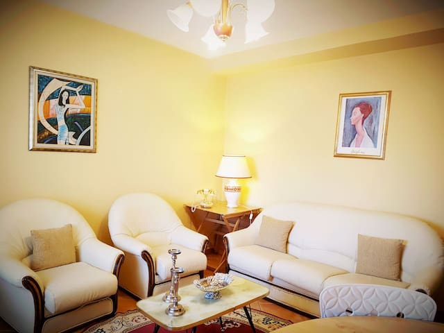 Central 2BD apt. for 2-4 people, Skanderbeg Square