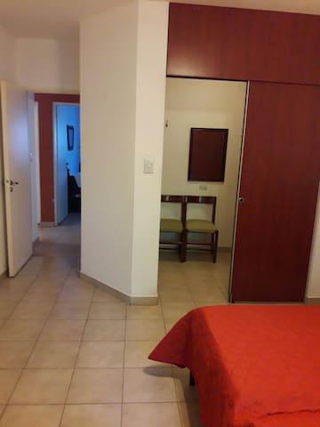 Dormitorio ppal. con vestidor