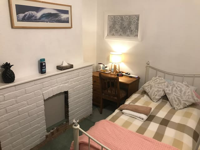 Cosy Single Room for short stays