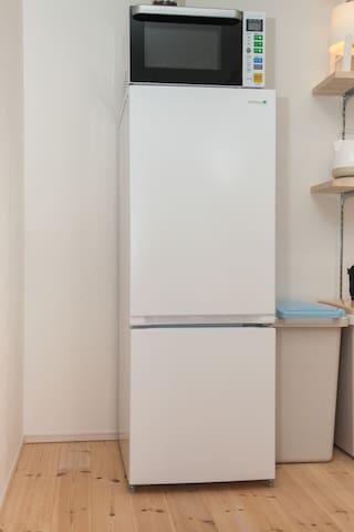 冷蔵庫/ Refrigerator