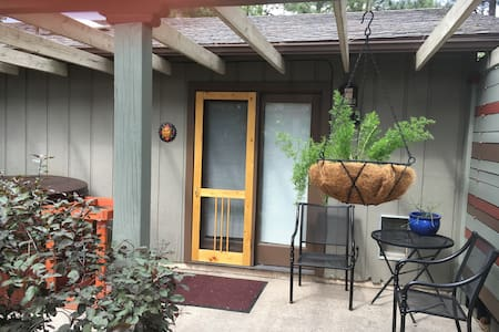 Downtown Pinecrest Studio and Spa - Flagstaff