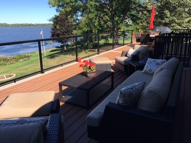 Executive Waterfront Home - Port Perry - House